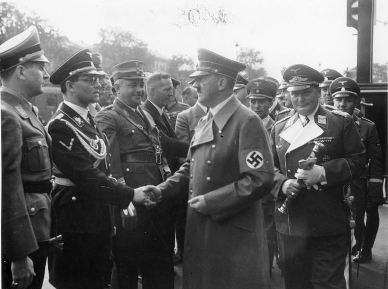 Руст Бернгард, Адольф Гитлер и Герман Геринг. Мюнхен. 1938 г.