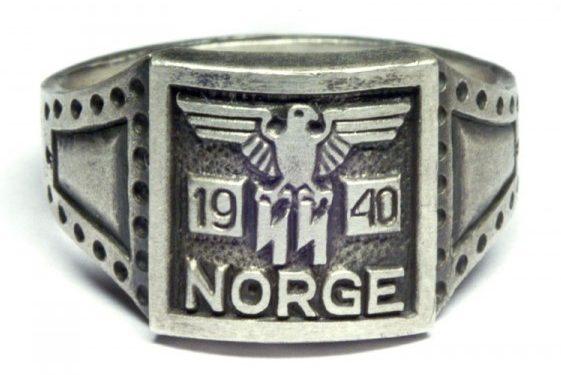 Памятный серебряный перстень дивизии СС «Norge» с надписью «Norge» и датой - 1940. Перстень изготовлен из серебра 830 пробы с применением чернения.