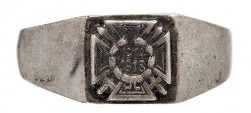 Ветеранский перстень с изображением креста Гинденбурга. Выполнен из серебра 800-й пробы.