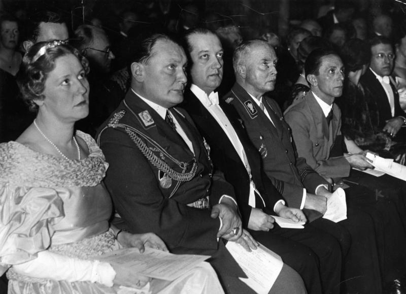 Герман Геринг с невестой в концерте. Берлин. 1935 г.