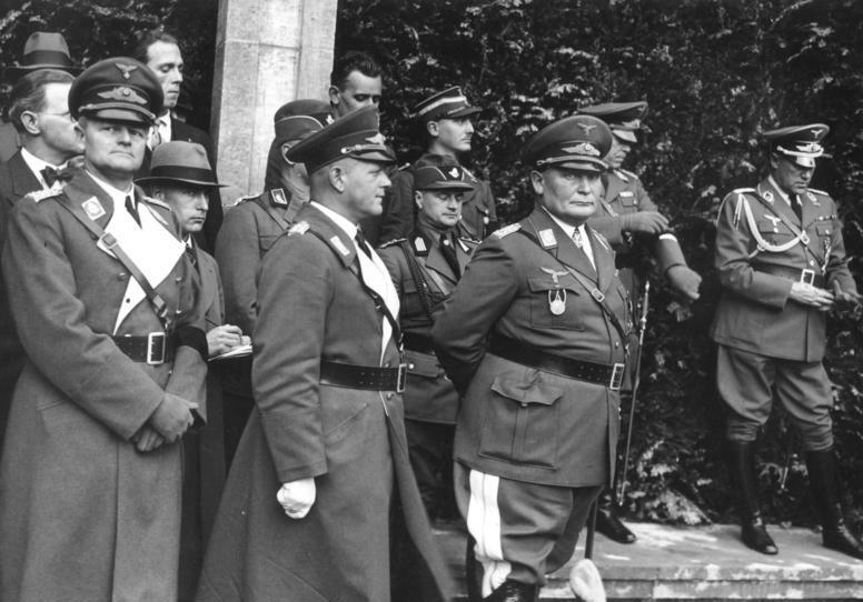 Герман Геринг на празднике авиации. 1935 г.
