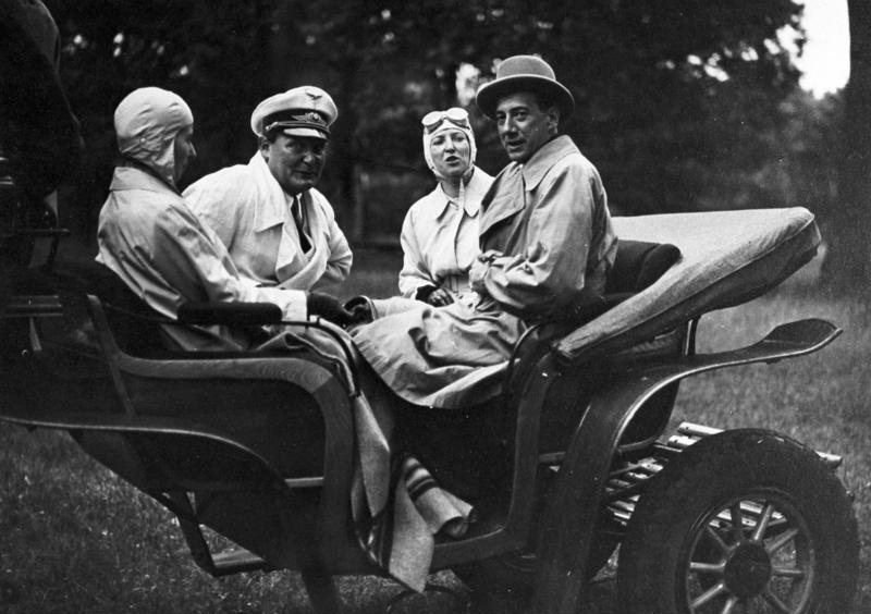 Герман Геринг и Юзеф Бек на прогулке. 1935 г.