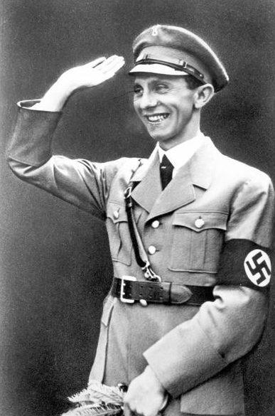 Йозеф Геббельс выступает.