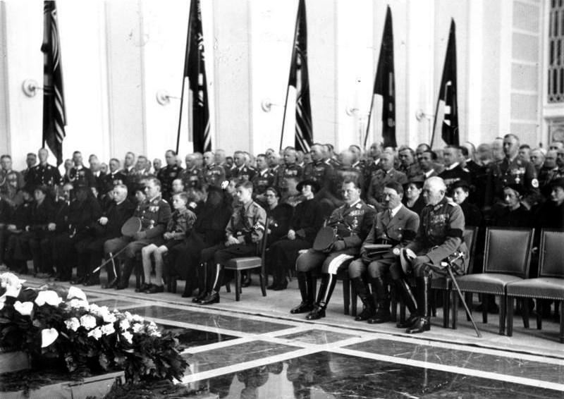 Герман Геринг на траурной церемонии. 1936 г.