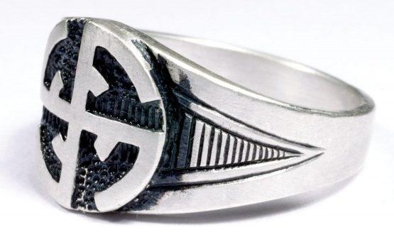 На щитке перстней рельефное изображение символа дивизии СС «Wiking». Кольца выполнены из серебра 835-ой пробы с применением чернения.