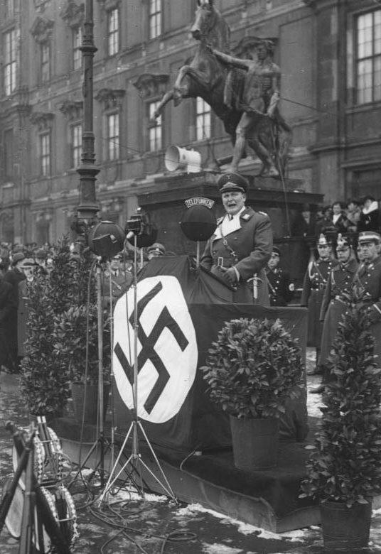 Герман Геринг выступает на собрании охотников. 1936 г.