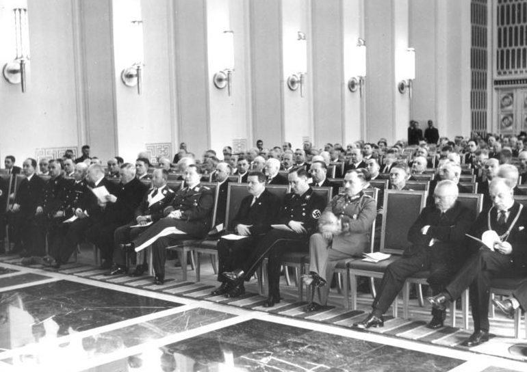 Герман Геринг на сессии Германской академии авиационных исследований. 1937 г.