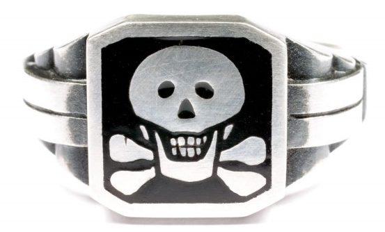 Перстень дивизии СС «Мертвая Голова» (Totenkopfverbande) из серебра 835-ой пробы с применением горячей черной эмали.