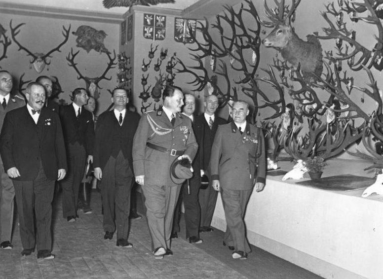 Герман Геринг на международной охотничьей выставке. Берлин. 1937 г.
