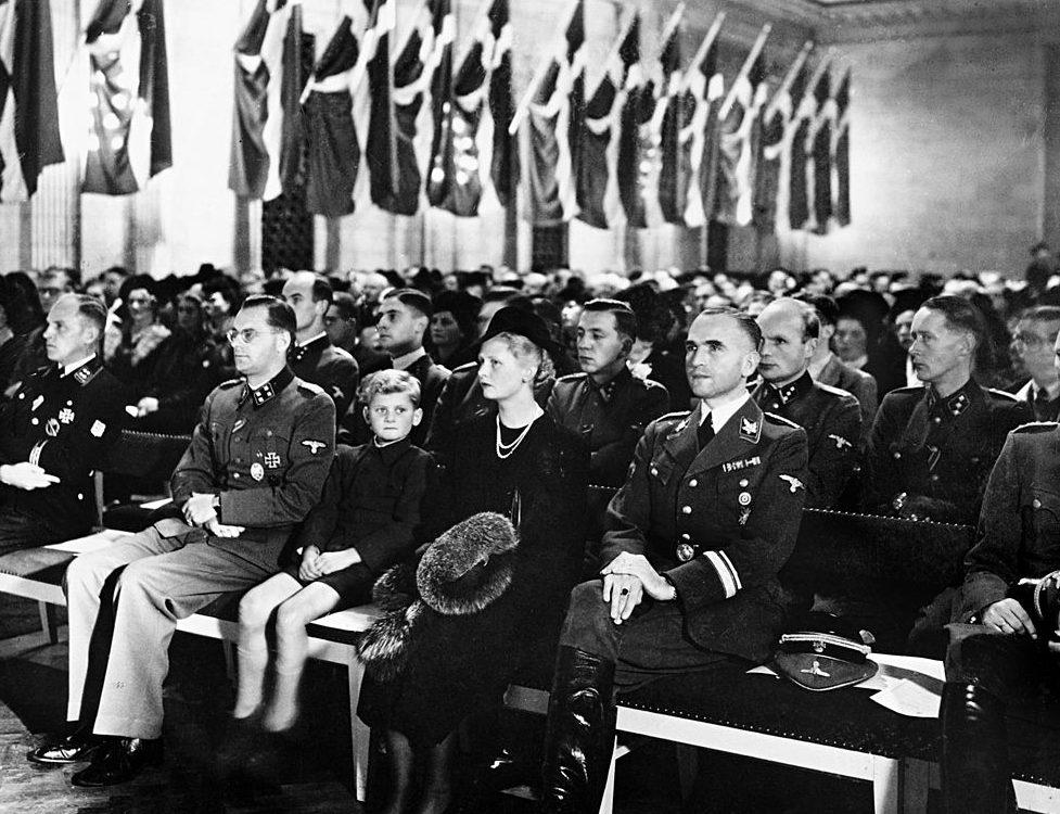 Вернер Бест на вечере в память о павших датских добровольцев на Восточном фронте. Копенгаген.1943 г.