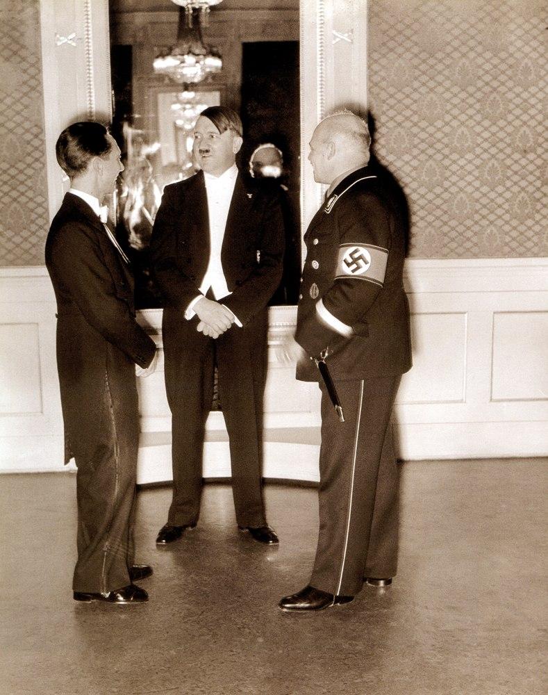 Йозеф Геббельс, Адольф Гитлер и Фриц Саакел. 1935 г.