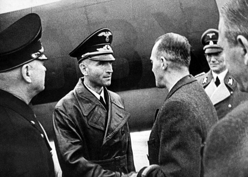 Вернер Бест с властями Дании. Копенгаген. 1944 г.