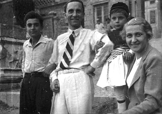 Йозеф Геббельс с семьей. 1936 г.