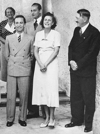Йозеф Геббельс, Лени Рифеншталь и Адольф Гитлер. 1937 г.