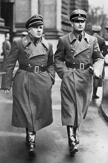 Мартин Борман и Рудольф Гесс. 1935 г.