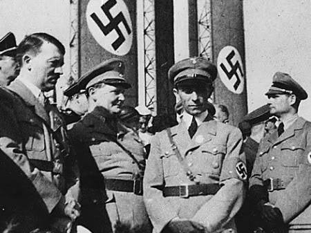 Мартин Борман с Гитлером, Герингом и Геббельсом. Нюрнберг. 1938 г.