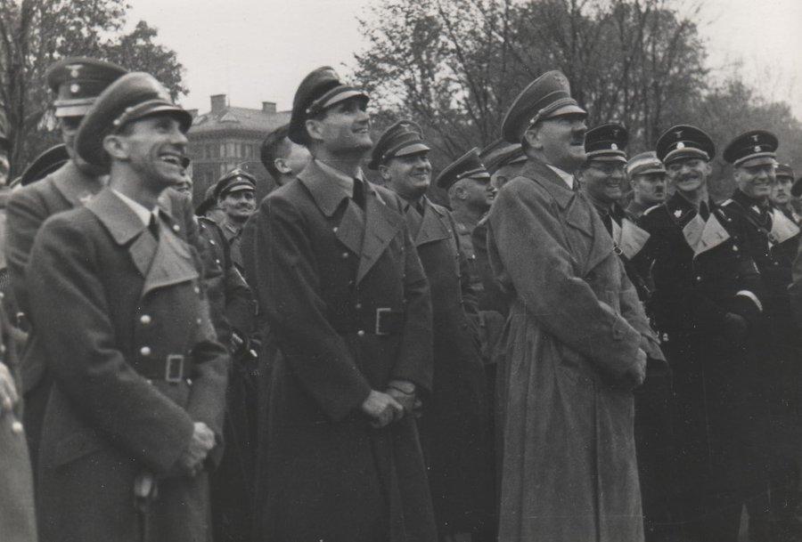 Йозеф Геббельс, Рудольф Гесс и Адольф Гитлер. 1941 г.