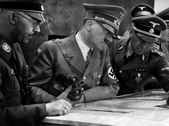 Мартин Борман, Адольф Гитлер и Генрих Гиммлер у карты. 1939 г.