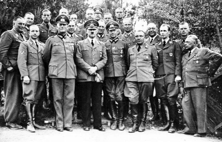 Мартин Борман и командование вермахта. «Wolfsschanze». 1940 г.