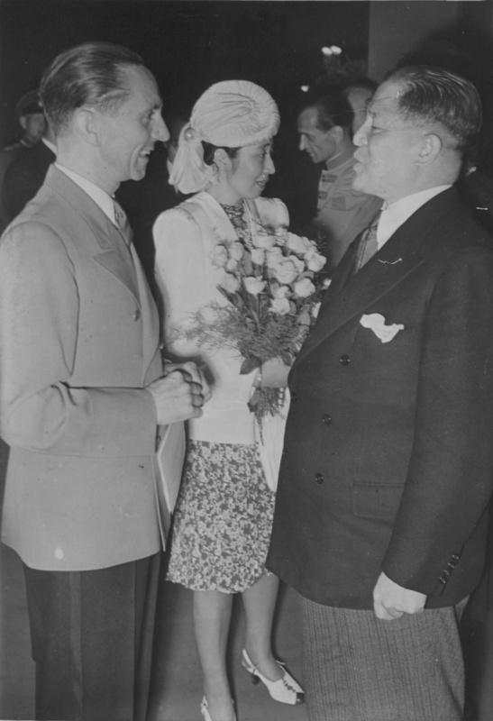 Йозеф Геббельс с послом Японии Хироси Осимой. 1942 г.