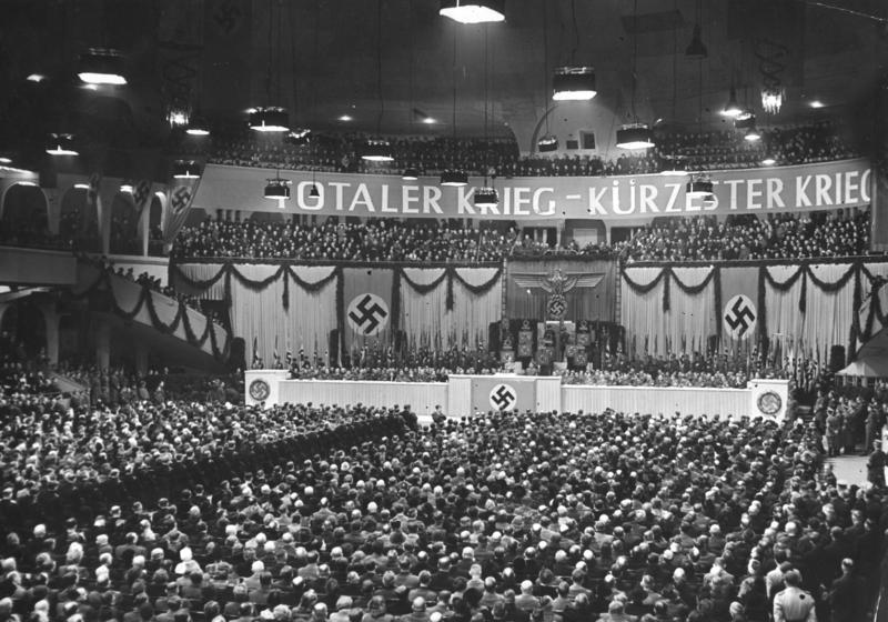 Йозеф Геббельс с речью о тотальной войне. Берлин. 1943 г.