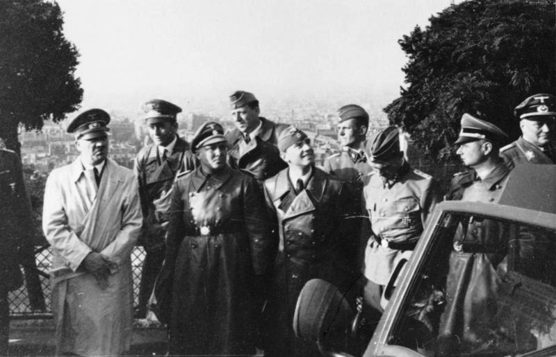 Мартин Борман, Гитлер, Гислер, Брекер, Шпеер. Париж. 1940 г.
