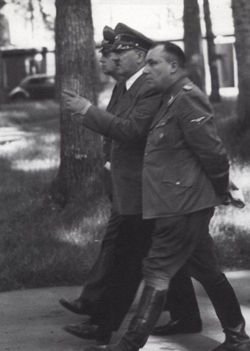 Мартин Борман и Адольф Гитлер. 1940 г.