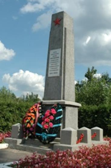 г. Бобруйск. Памятник по ул. Димитрова, установлен в 1965 году на братской могиле 3 500 советских военно¬пленных, расстрелянных и замученных в немецком концлагере в 1941-1944 годах.