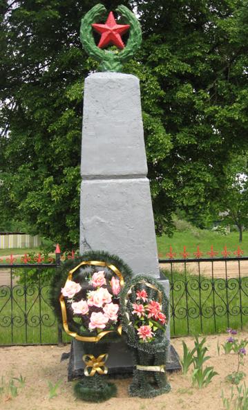 д. Чигиринка Кировского р-на. Памятник, установлен на братской могиле, в которой похоронено 15 советских воина, в т.ч. 4 неизвестных, погибших в годы войны.