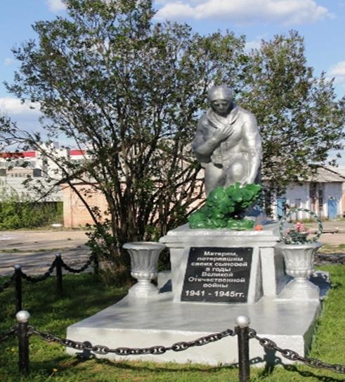 г. Кричев. Памятник установлен в 1960 году по улице Зеленой на месте братской могилы, в которой похоронены 5 погибших военнопленных из лагеря смерти.