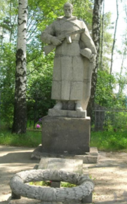 д. Темровичи Чауского р-на. Братская могила на сельском кладбище, в которой захоронено 13 воинов.