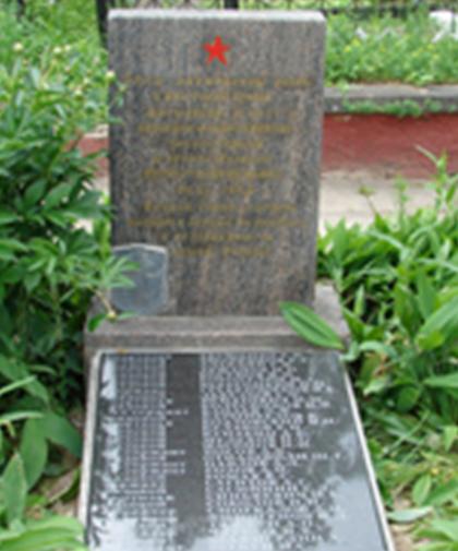 п. Белыничи. Братская могила на кладбище, в которой захоронено 33 советских воина, в т.ч. 4 неизвестных.