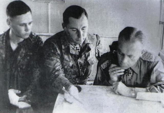 Юрген Вагнер проводит совещание. 1943 г.