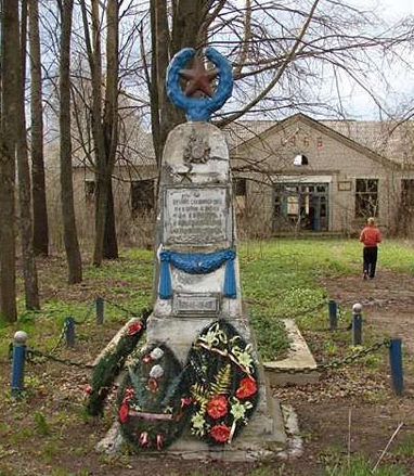 д. Усушек Чауского р-на. Братская могила, в которой захоронено 76 воинов.