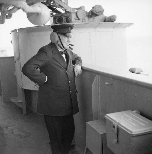 Черчилль на борту линкора «Renown».