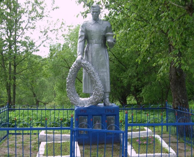 д. Башары Мстиславского р-на. Памятник на сельском кладбище, установлен в 1964 году на братской могиле, в которой похоронено 22 советских воинов, погибших в годы войны.