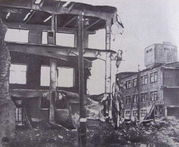 Разрушенный главный корпус радиотелефонного завода № 197 им. Ленина. Ноябрь 1941 г.