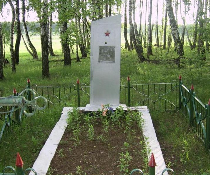 д. Бесковка Мстиславского р-на. Памятник на сельском кладбище, установлен в 1978 году на братской могиле, в которой похоронено 3 советских воина, в т.ч. один неизвестный, погибшие в годы войны.