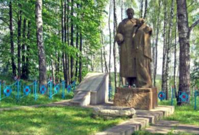 д. Хильковичи Чауского р-на. Братская могила, в которой захоронено 91 воин.