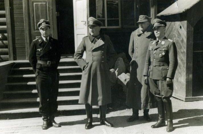 Йозеф Гарпе с офицерами. 1938 г.