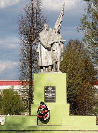г. Кричев. Памятник установлен в 1967 году в парке цементного завода по улице Коммунистической на братской могиле 18 тысяч военнопленных, погибших в лагере смерти на поселке цементников в 1941-1943 годах.