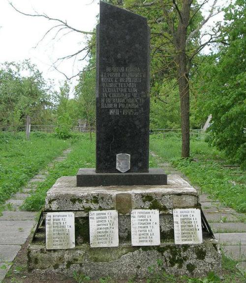 д. Хоменки Чауского р-на. Братская могила, в которой захоронено 257 воинов.