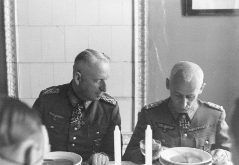 Герман Гот и Эрих фон Манштейн. 1942 г.