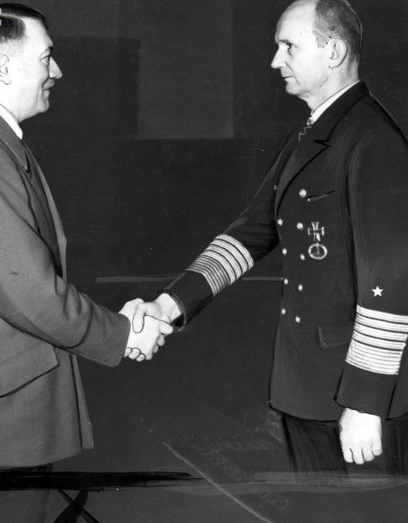 Карл Денниц и Адольф Гитлер. 1943 г.