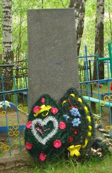 д. Каменка Мстиславского р-на. Памятник установлен в 1975 году на братской могиле, в которой похоронено 11 советских воинов, погибших в годы войны.