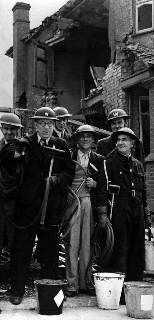 Лондонские спасатели на улицах. 1940 г.
