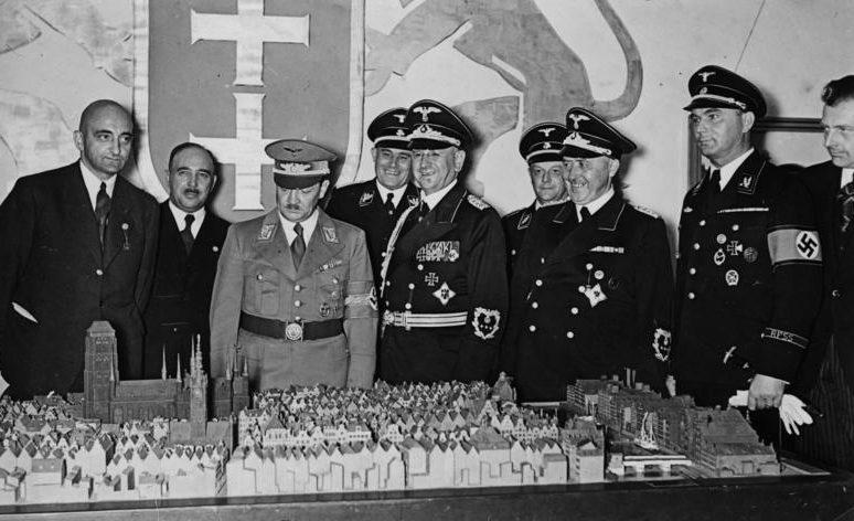 Эрих Кох на восточной ярмарке. Кёнигсберг.1939 г.