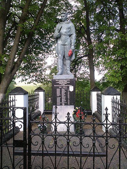 г. Кричев. Памятник на берегу реки Сож, установлен в 1951 году по улице Сиротинина на братской могиле, в которой похоронено 40 воинов, погибших в 1941-1944 года. Сюда в 1948 году был перенесён прах Сиротинина Н.В.