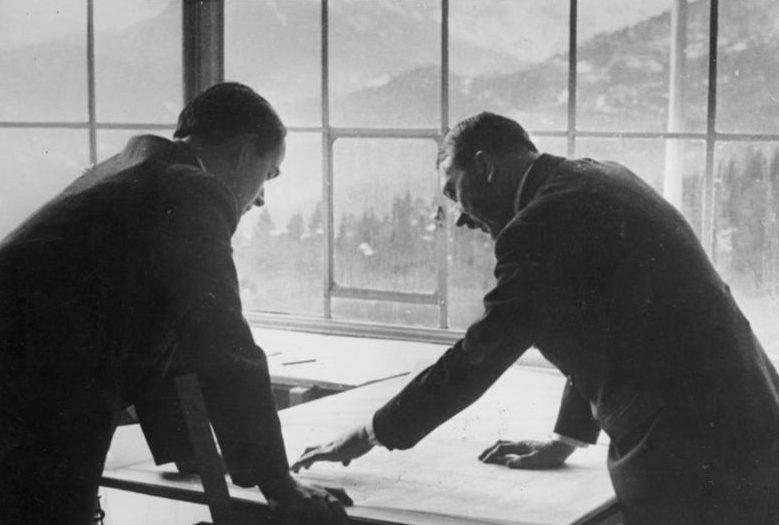 Альберт Шпеер и Адольф Гитлер. 1938 г.