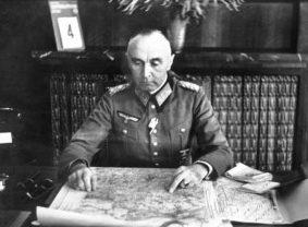 Йозеф Гарпе у карты. 1942 г.